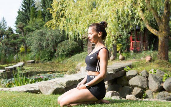 Sesja jogi w ogrodach Hortulus